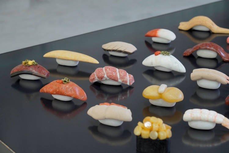 Cực chất với khay sushi làm bằng đá tự nhiên, ai nhìn cũng muốn thử ăn ngay