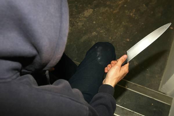 Trung Quốc xử tù người phụ nữ ném 2 con dao làm bếp từ tầng 3 xuống đất