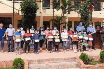 Điện Biên: Trao 80 suất học bổng cho học sinh dân tộc thiểu số