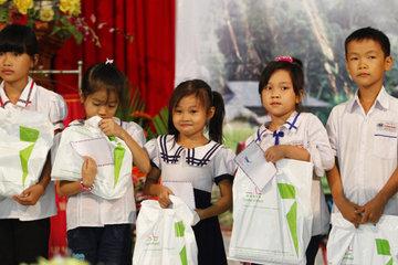 Đà Nẵng: Trao học bổng cho học sinh nghèo vượt khó hiếu học
