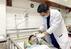 Cứu sống bệnh nhân bị thanh sắt xuyên qua mặt, mắt rồi xuyên vào trong não