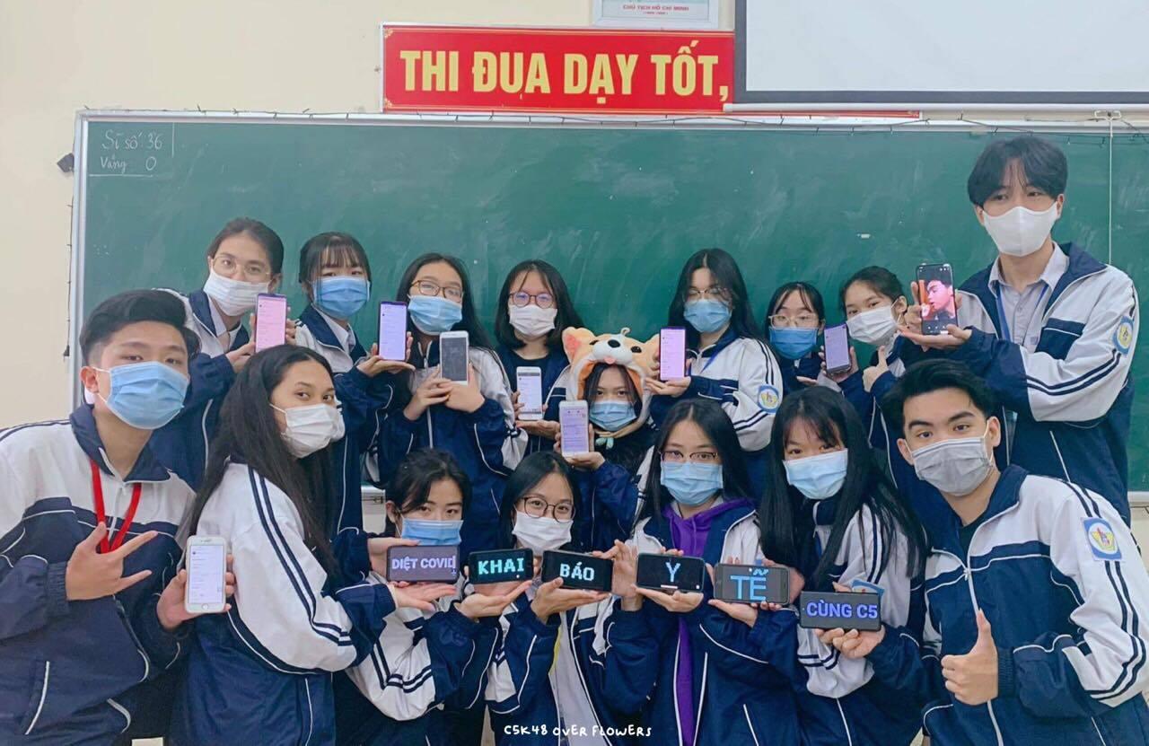 Bộ ảnh kỷ yếu 5K 'lạ mà quen' của học trò trường Phan Bội Châu