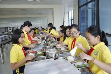 Quảng Ninh tổ chức tập huấn bảo đảm an toàn thực phẩm trong bếp ăn trường học