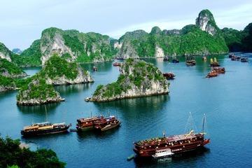 Quảng Ninh: Bắt đầu đón khách du lịch nội tỉnh