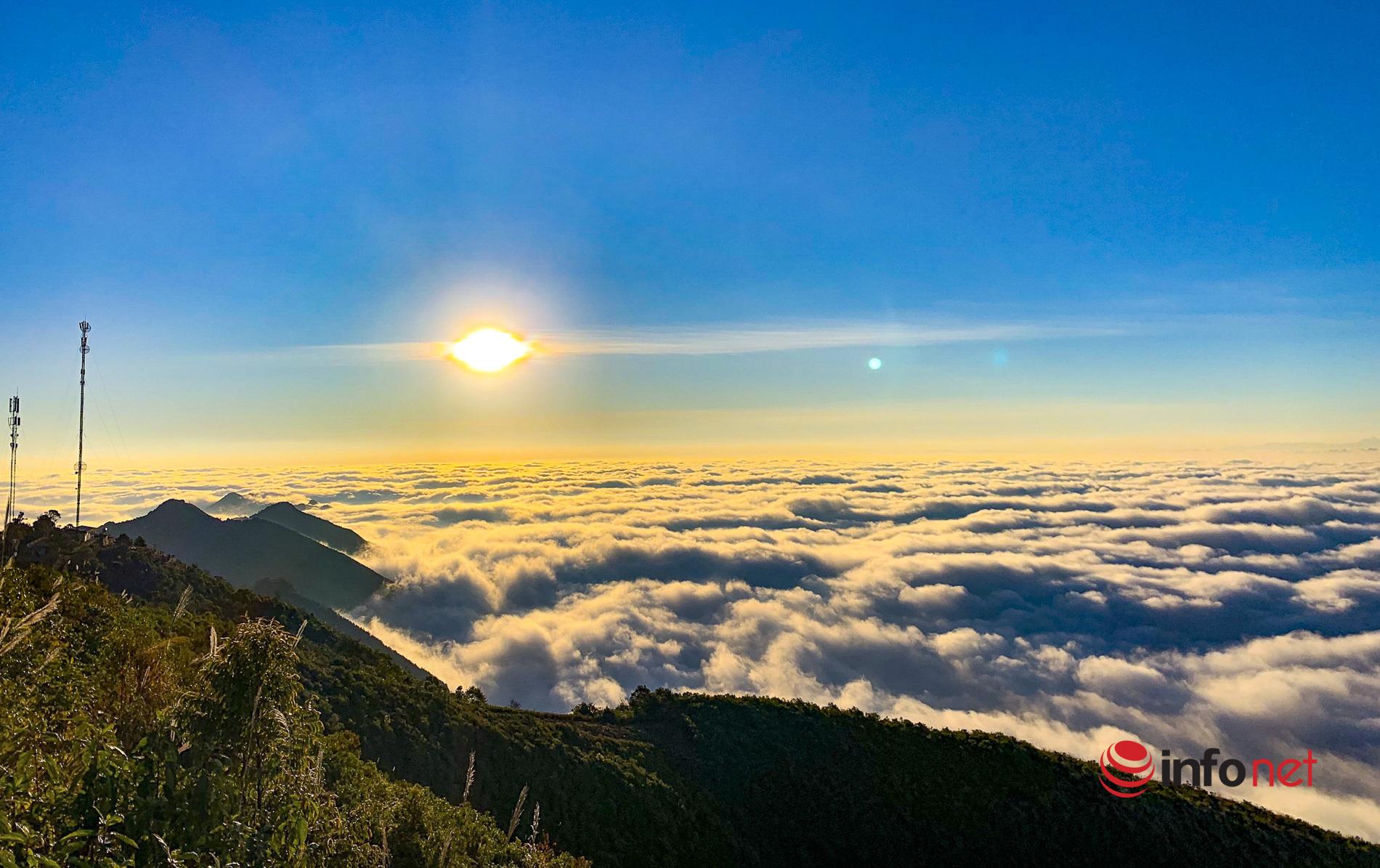 Khám phá 'thiên đường mây trắng' trên đỉnh Tà Xùa