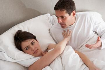 'Tòm tem' với người đàn bà khác vì đang hồi xuân bị vợ 'cấm vận'