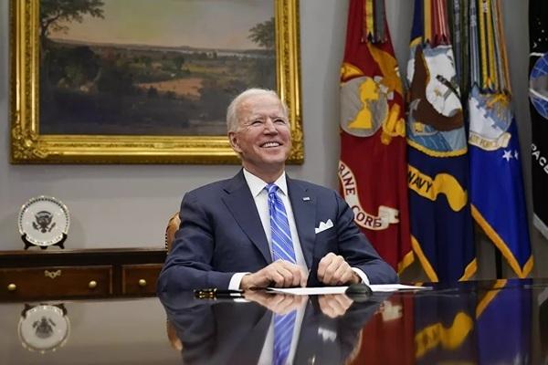 Tổng thống Biden bị chỉ trích thiếu cởi mở