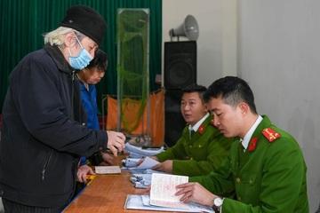 Làm việc xuyên đêm đẩy nhanh tiến độ cấp căn cước công dân gắn chip tại Hà Nội