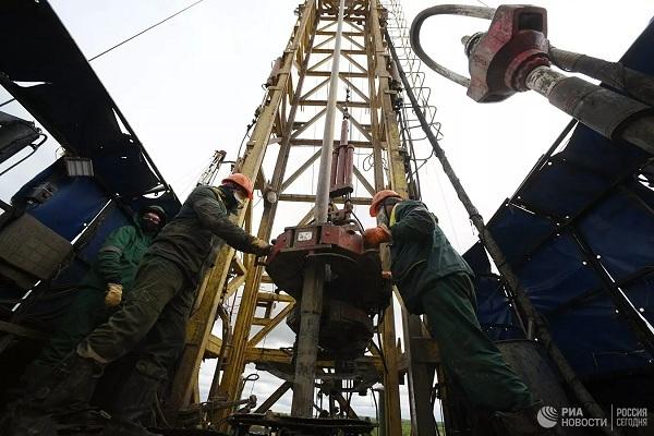 Vì sao giá dầu tăng kỷ lục trong 2 năm?