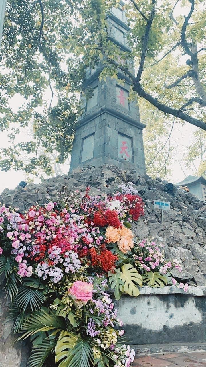 Câu tị nạnh hot nhất mạng xã hội ngày 8/3: 'Đến cột đèn còn có hoa'