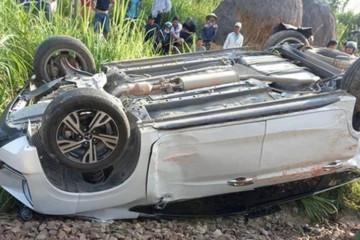 Ô tô vượt đường ngang, con 2 tuổi tử vong, bố mẹ chấn thương nặng