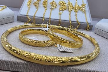 Giá vàng trong nước không thể mãi 'một mình một chợ'