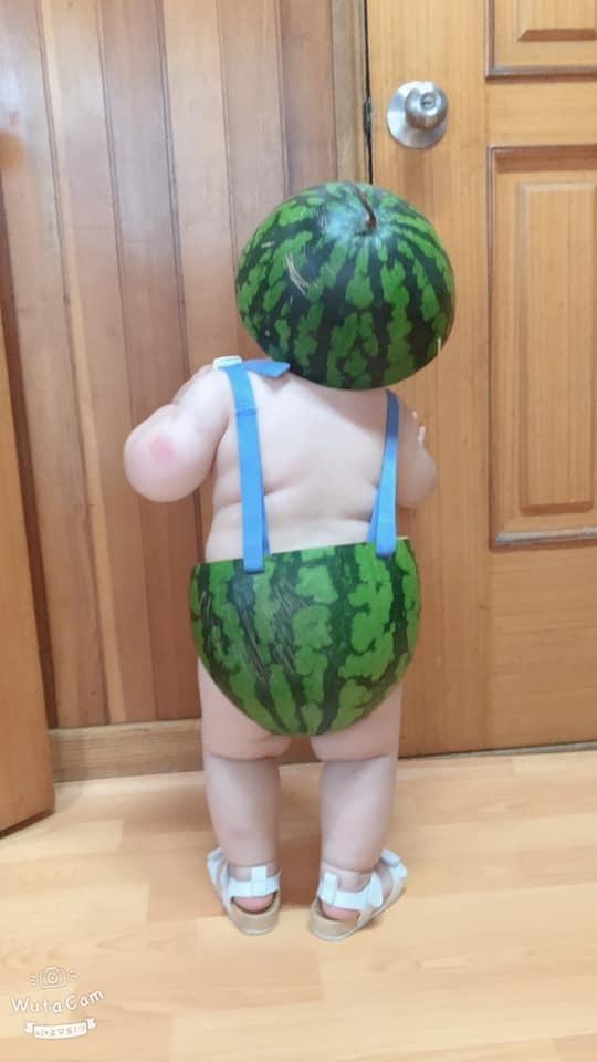Em bé đáng yêu sở hữu style 'dưa hấu' gây hot mạng