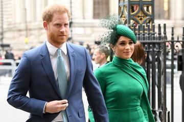 Cuộc sống 'không như mơ' trong Hoàng gia Anh được hé lộ