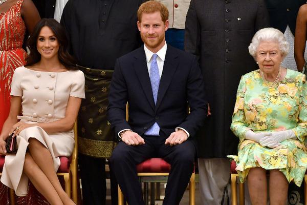 Con gái tố cáo Hoàng gia Anh, bố đẻ Meghan nói điều ngược lại