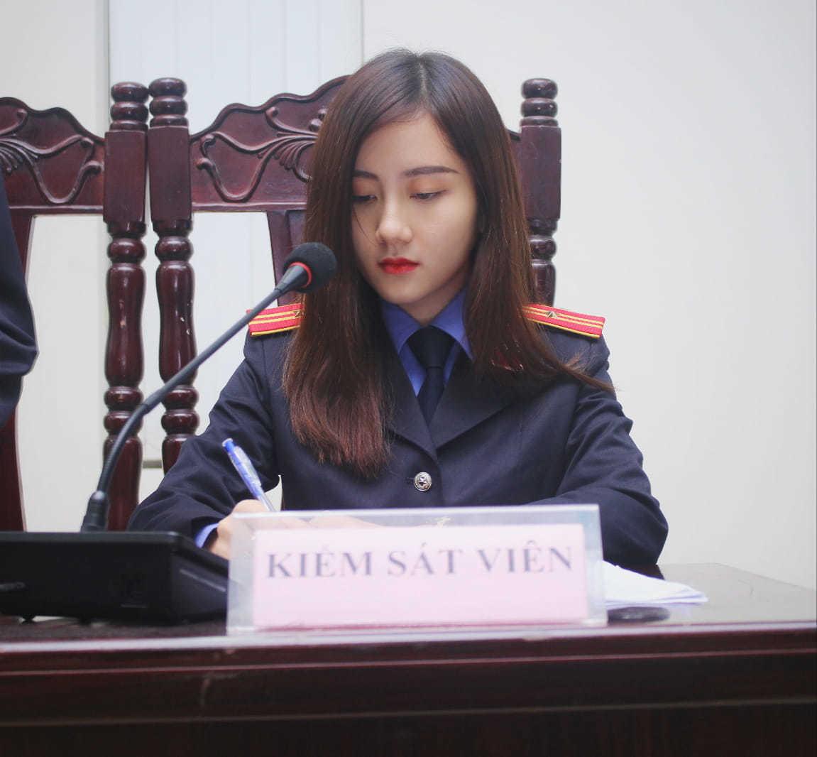Nữ sinh 9X xinh đẹp ngồi ghế Kiểm sát viên khiến ai nấy trầm trồ vì thành tích 'khủng'