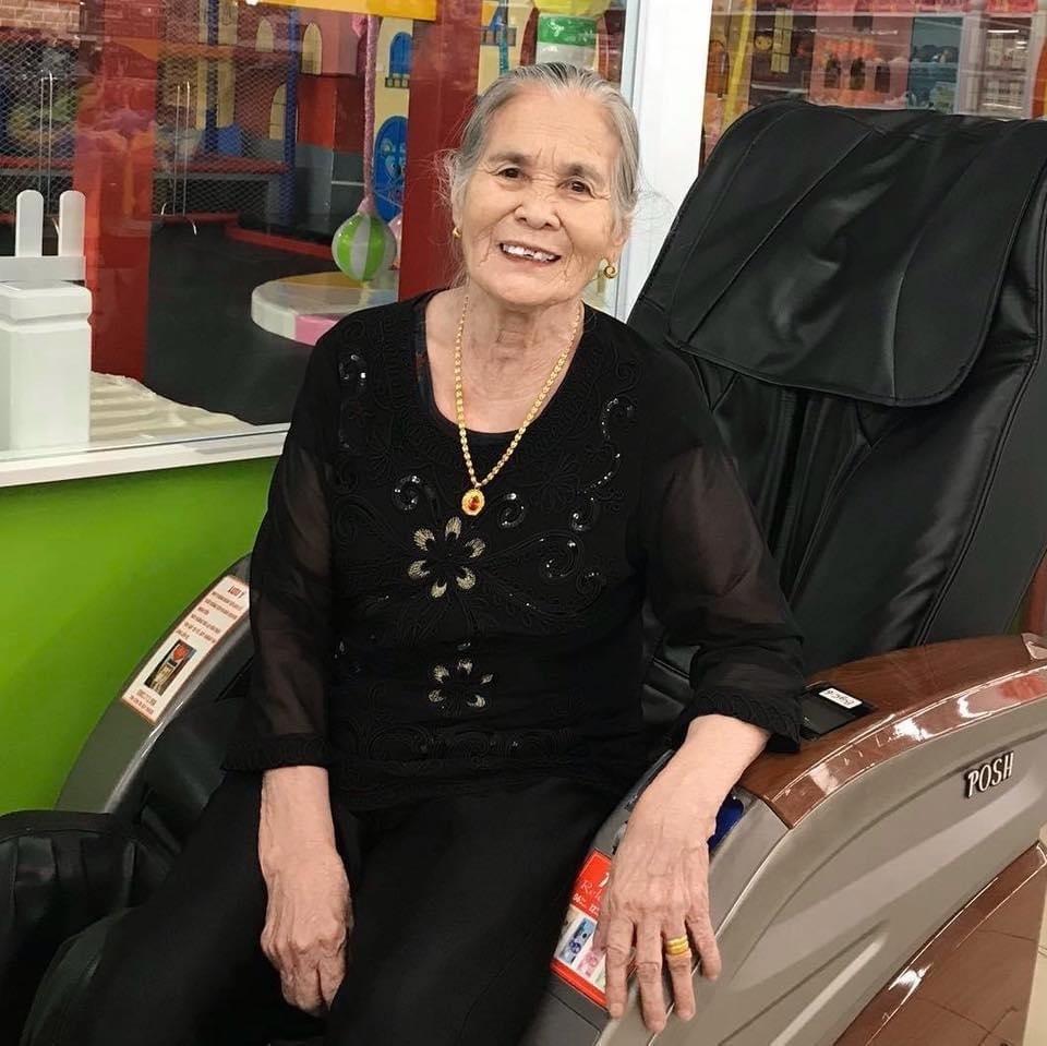 Triệu người rưng rưng xem clip mẹ già 103 tuổi tiễn chân con gái 80 tuổi: 'Lần sau về không còn mẹ nữa'