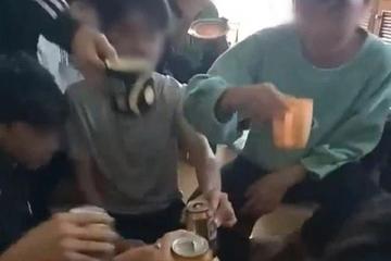 Cô giáo cổ vũ học sinh uống bia ở Thanh Hóa: Vi phạm quy tắc ứng xử văn hóa học đường?