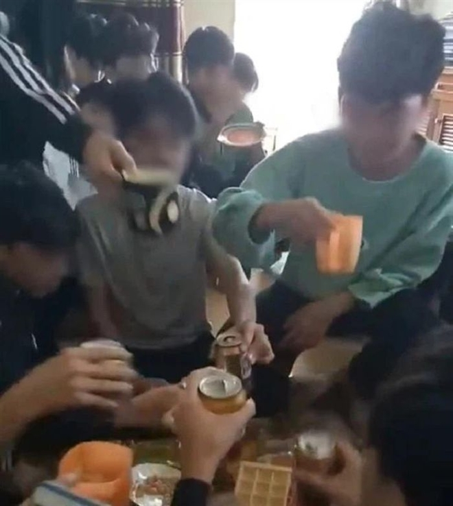 văn hóa học đường,cổ vũ học sinh uống bia,quy tắc ứng xử