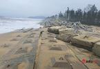 """Kè chống sạt lở bờ biển hơn 300 tỷ bị sóng đánh tung: Lộ diện liên danh nhà thầu """"tiết kiệm 700 triệu đồng"""""""