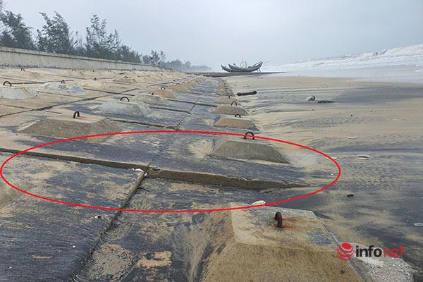 Huế: Kè chống sạt lở bờ biển hơn 300 tỷ đứt gãy ngổn ngang vì... sóng đánh