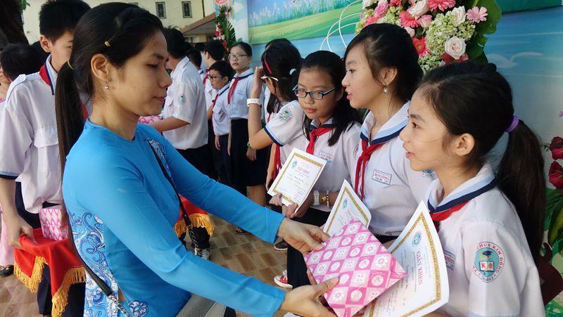 """Hải Phòng """"thưởng đậm"""" cho học sinh, giáo viên đoạt giải Quốc gia"""