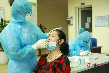 Xét nghiệm nhanh Covid-19 cho hành khách từ TP.Hồ Chí Minh đến sân bay Nội Bài