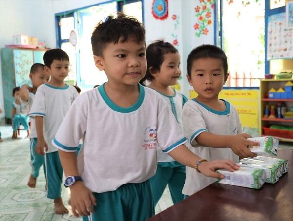 4 năm triển khai, Sữa học đường tỉnh Bến Tre 'được lòng' cả thầy trò, phụ huynh