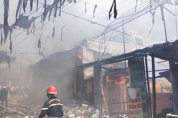 Lâm Đồng: Hỏa hoạn bùng lên giữa trưa, tiểu thương bất lực nhìn hàng hóa cháy thành tro
