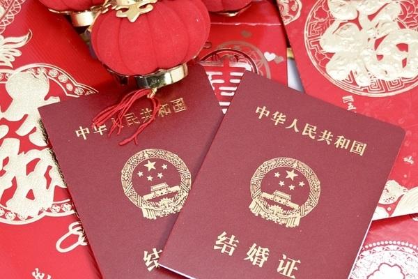 Cục Dân chính Trung Quốc tăng ca cả Chủ Nhật để làm đăng ký kết hôn vì 'ngày đẹp'