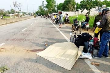 Quảng Nam: Quay xe lấy mũ bảo hiểm, người phụ nữ bị xe tải tông tử vong