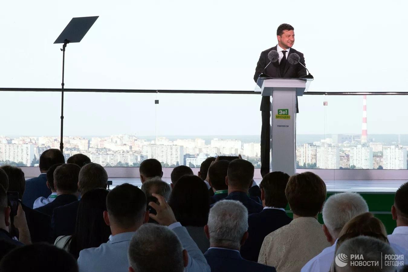 Tổng thống Zelensky có thể ký sắc lệnh bắt đầu cuộc chiến ở Donbass