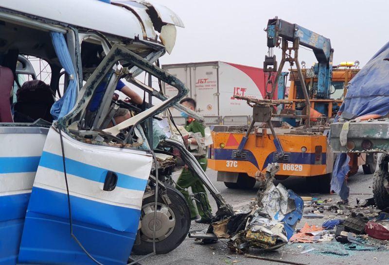 Tai nạn kinh hoàng xe khách tông container ở Nghệ An: Thêm 1 nạn nhân tử vong