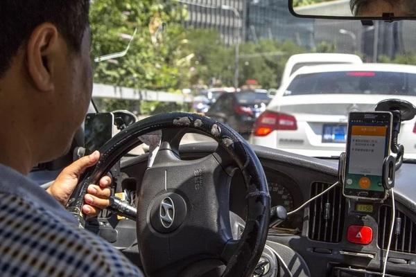 Tranh cãi về chuyện đón đưa, tài xế công nghệ đâm chết nam hành khách