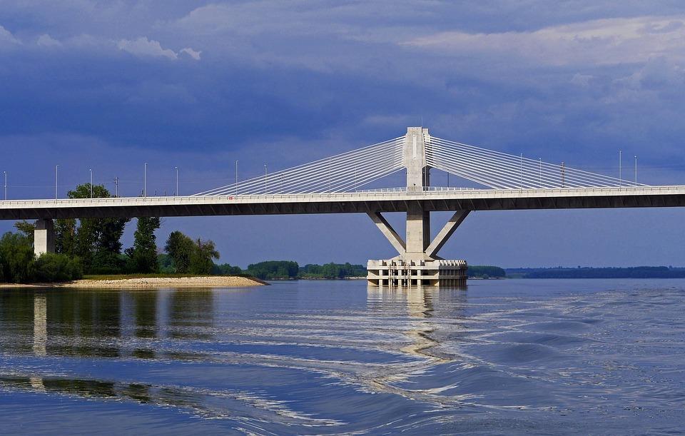10 cây cầu xuyên biên giới đẹp và độc đáo nhất