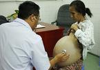Phát hiện ung thư cổ tử cung giai đoạn 2 khi mang thai, bà mẹ vẫn quyết giữ con