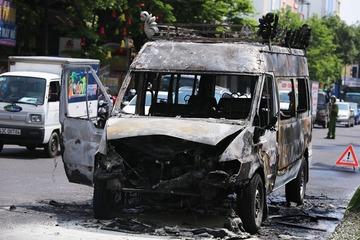Xe dịch vụ tang lễ bốc cháy ngùn ngụt trên đường phố Đà Nẵng