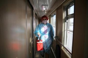 Cận cảnh tiêm phòng vắc-xin Covid-19 trên tàu ở Nga