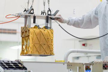 Chiếc hộp vàng này sẽ sớm tạo ra oxy trên sao Hỏa?