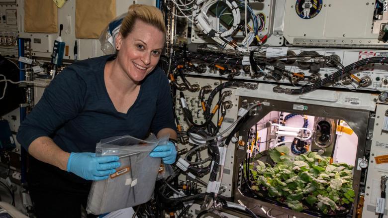 Lo lắng vì vi khuẩn mới chưa từng được biết tới trên trạm vũ trụ ISS