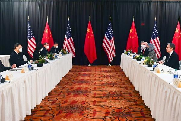 Khẩu chiến bùng phát giữa quan chức Mỹ - Trung trong lần gặp đầu tiên