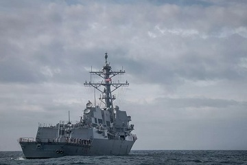NATO điều tàu chiến tập trận ngay sát Crimea