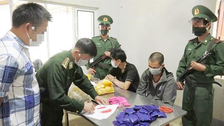 Bắt 2 đối tượng vận chuyển gần 18.000 viên ma túy ở biên giới Nghệ An