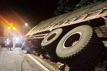 Thanh Hóa: Lật xe chở keo trong đêm, 7 người tử vong