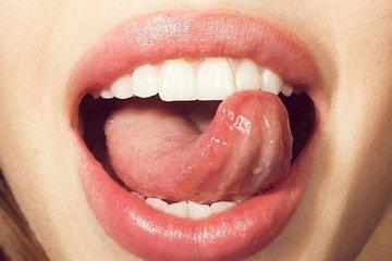 Gặp bác sĩ nam khoa để khám họng, lý do không thể ngờ