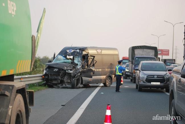 vệ sinh môi trường,tai nạn giao thông,cảnh sát giao thông,tai nạn trên cao tốc,biến dạng hoàn toàn