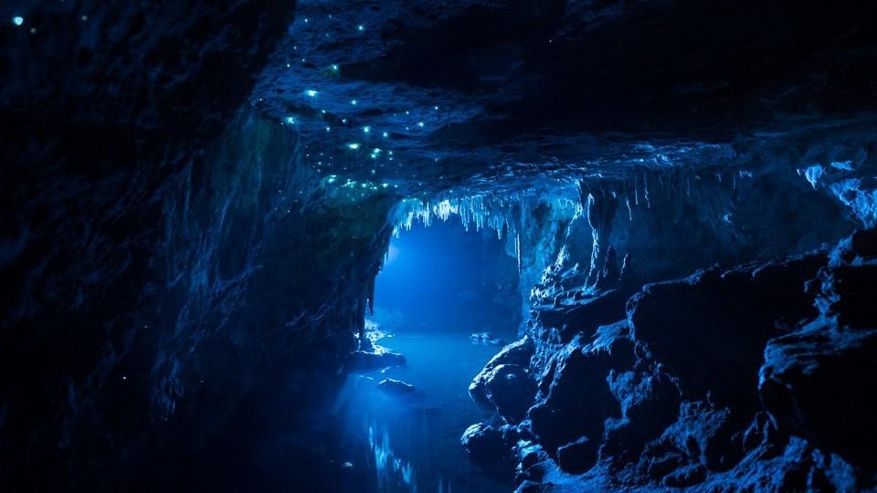 Hang động 30 triệu năm sáng lấp lánh nhìn qua ai cũng muốn xách ba lô lên và đi