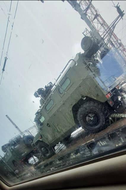 Nga triển khai xe bọc thép đến biên giới Ukraine?