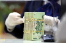 """Ra ngân hàng làm thủ tục, người đàn ông bất ngờ phát hiện """"dính"""" nợ xấu"""