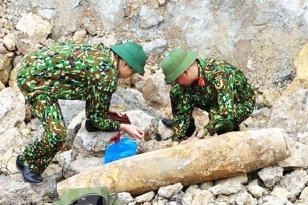 Phát hiện quả bom còn nguyên kíp nổ, nặng hơn 1 tạ ở Nghệ An